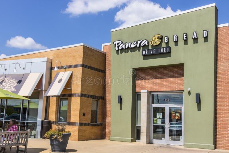 Indianapolis - cerca do agosto de 2017: Lugar do retalho do pão de Panera Panera é uma corrente dos restaurantes ocasionais rápid foto de stock royalty free
