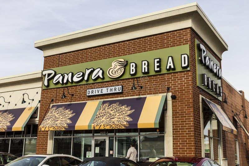 Indianapolis - cerca do dezembro de 2016: Lugar do retalho do pão de Panera Panera é uma corrente do restaurante ocasional rápido foto de stock royalty free