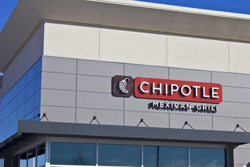 Indianapolis - cerca do fevereiro de 2016: Restaurante mexicano V da grade do Chipotle fotografia de stock