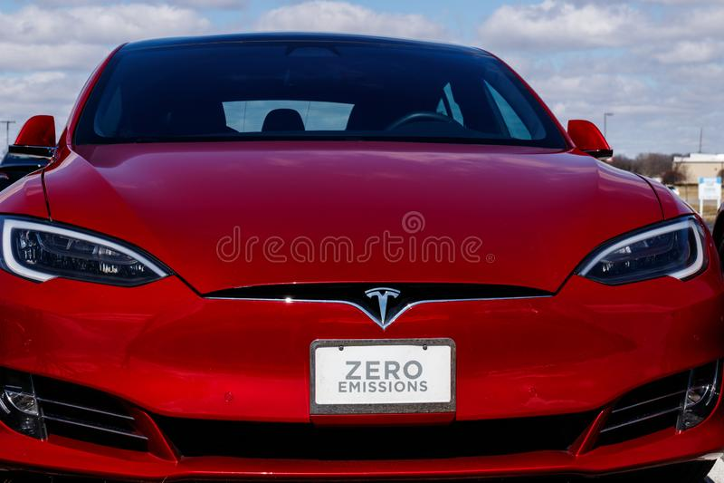 Indianapolis - cerca do março de 2019: Centro de serviço de Tesla Tesla diz que as estações novas do compressor V3 se reduzirão r foto de stock royalty free