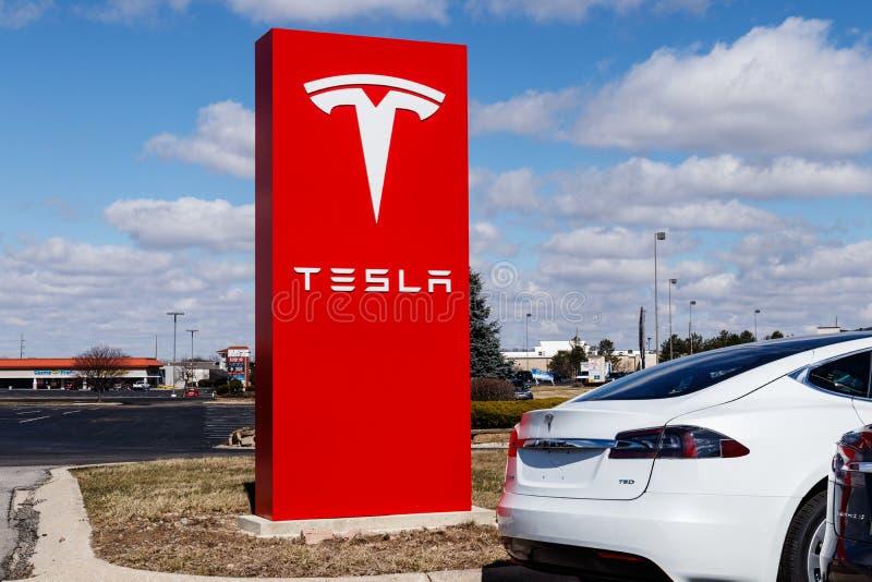 Indianapolis - cerca do março de 2019: Centro de serviço de Tesla Tesla diz que as estações novas do compressor V3 se reduzirão r fotos de stock royalty free