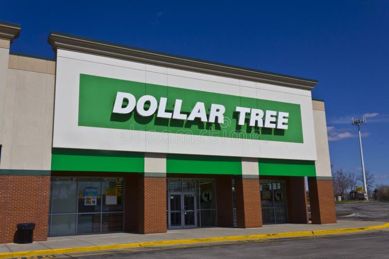 Indianapolis - cerca do março de 2016: Loja de disconto da árvore do dólar mim fotografia de stock