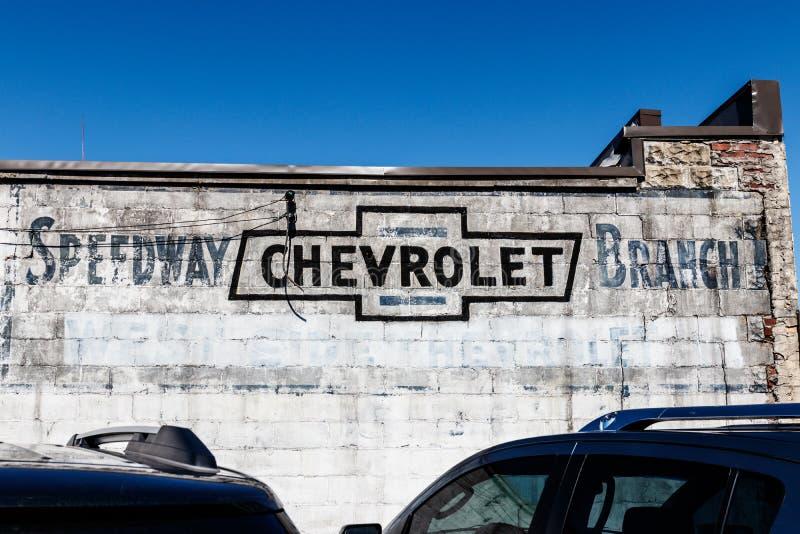 Indianapolis - cerca do março de 2018: Signage de Chevrolet do legado perto do IMS no estrada mim imagens de stock