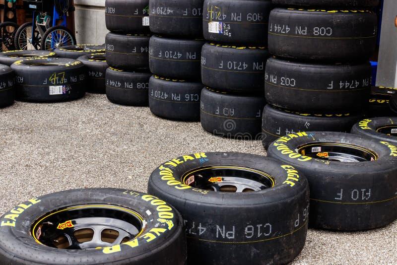 Indianapolis - cerca do setembro de 2018: Grupos de Goodyear Eagle NASCAR que compete pneus mim fotografia de stock