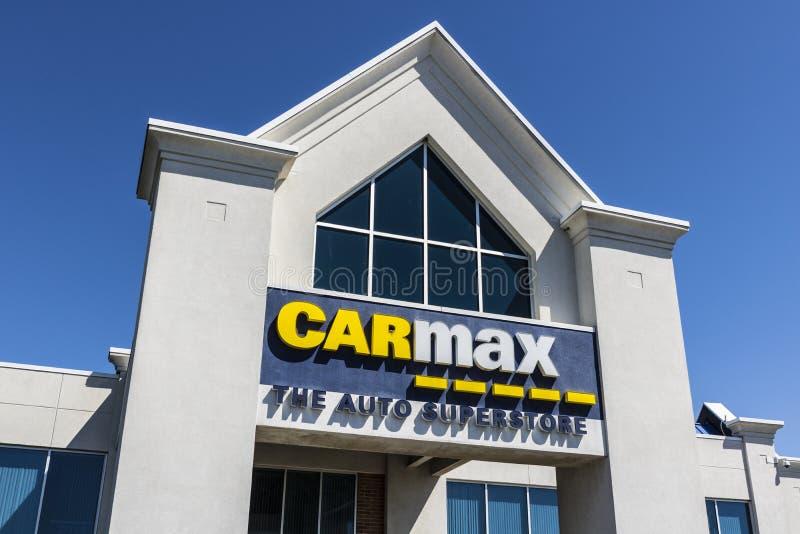 Indianapolis - circa abril de 2017: Representación auto de CarMax CarMax es el minorista más grande del Utilizar-coche de los E.E imagen de archivo