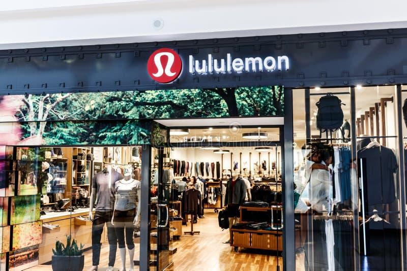 Indianapolis - circa abril de 2018: Ubicación de la alameda de la venta al por menor de Lululemon Athletica Lululemon Athletica o imagenes de archivo