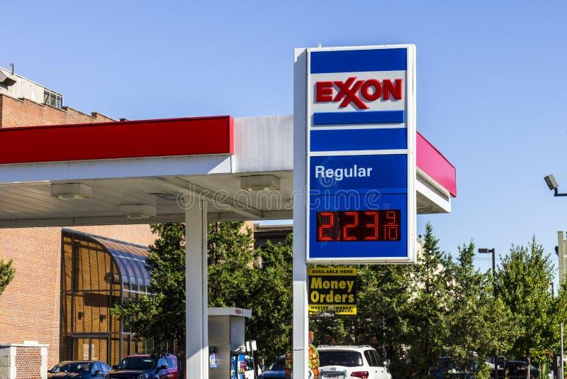 Indianapolis - circa agosto de 2016: Exxon Retail Gas Location ExxonMobil es el Largest Oil and Gas Company del World's I fotos de archivo libres de regalías
