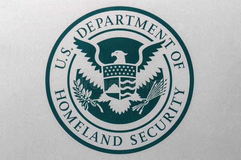 Indianapolis - circa agosto de 2018: Logotipo y sello del departamento de Estados Unidos de seguridad de patria El ADO funciona c imagen de archivo