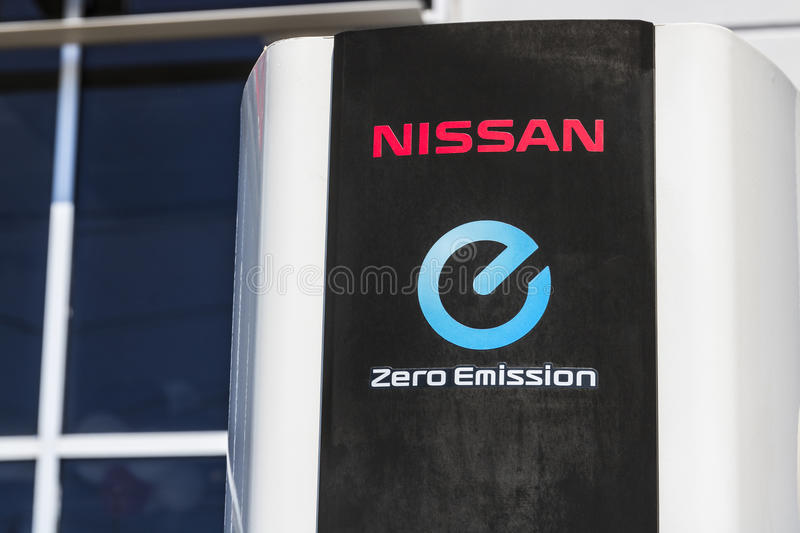 Indianapolis - Circa April 2017: Elektrisch voertuig Snelle Lader in lokaal Nissan Car Dealership III stock fotografie