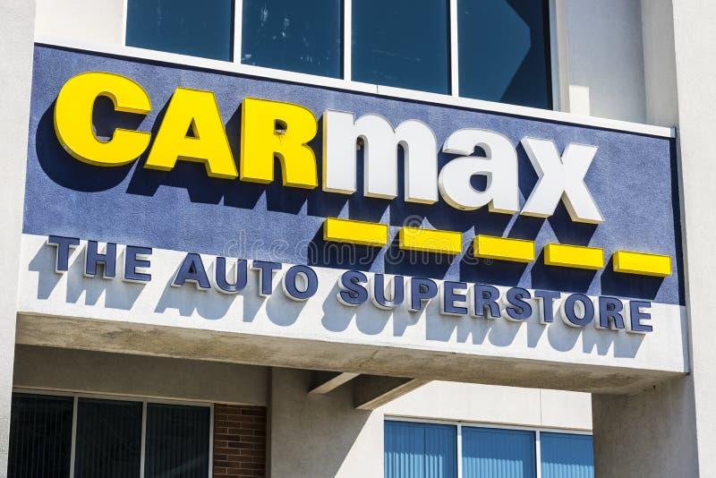 Indianapolis - Circa April 2017: Het CarMax Autohandel drijven CarMax is de Grootste gebruiken-Autodetailhandelaar in de V.S. VI royalty-vrije stock foto