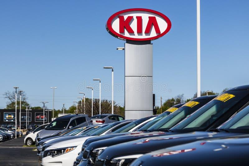 Indianapolis - Circa April 2017: Kia Motors Local Car Dealership Kia Motors är minoritet som ägas av Hyundai Motor Company II fotografering för bildbyråer