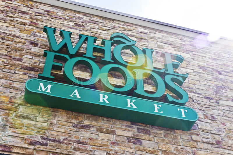 Indianapolis - Circa April 2016: Whole Foods marknad II royaltyfri bild
