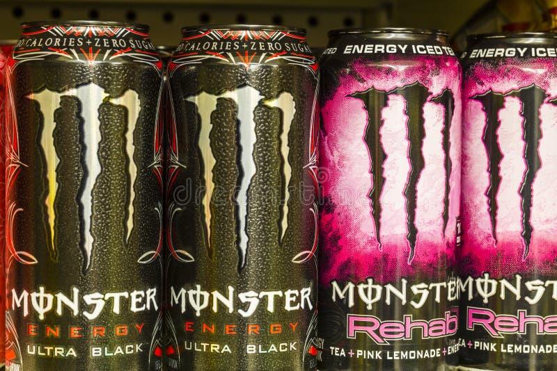 Indianapolis - Circa Augusti 2016: Gigantisk dryckskärm Monster Korporation tillverkar energi III royaltyfria foton