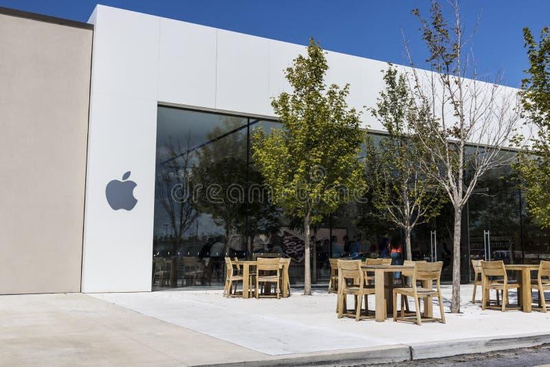 Indianapolis - Circa Augustus 2017: Kleinhandels de Wandelgalerijplaats van Apple Store Apple verkoopt en de diensten iPhone, iPa stock afbeeldingen