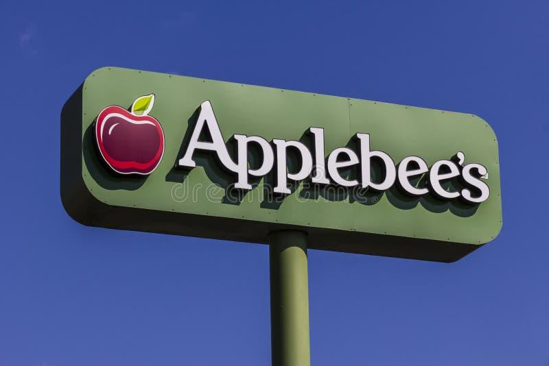 Indianapolis - Circa Februari 2017: Galler för grannskap för Applebee ` s och tillfällig restaurangdropp för stång arkivfoton