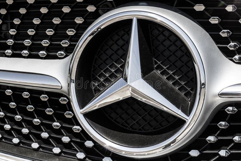 Indianapolis - circa im August 2017: Mercedes-Benz Logo Mercedes-Benz ist ein globaler Automobilhersteller IV lizenzfreies stockfoto