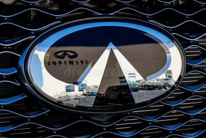 Indianapolis - circa im Juli 2018: Infiniti-Auto und SUV-Verkaufsstelle Infiniti ist die Luxusfahrzeug-Abteilung von Nissan I lizenzfreies stockfoto