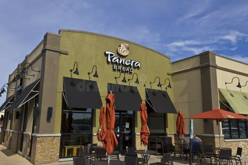 Indianapolis - circa im Juni 2016: Panera-Brot-Einzelhandels-Standort Panera ist eine Kette von den schnellen zufälligen Restaura lizenzfreie stockbilder