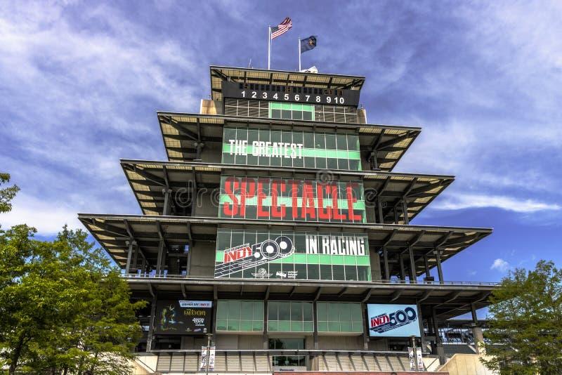 Indianapolis - circa im Mai 2017: Die Panasonic-Pagode in Indianapolis Motor Speedway IMS bereitet für des Indy 500 II vor stockbilder