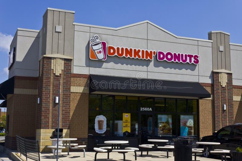 Indianapolis - circa im Mai 2016: Dunkin'-Schaumgummiringe verkaufen relative Satznummer I im Einzelhandel stockfotos