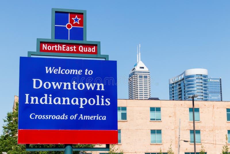 Indianapolis - circa im Mai 2018: Unterzeichnen Sie das Begrüßen Sie nach im Stadtzentrum gelegenes Indianapolis mit dem Salesfor stockfotografie