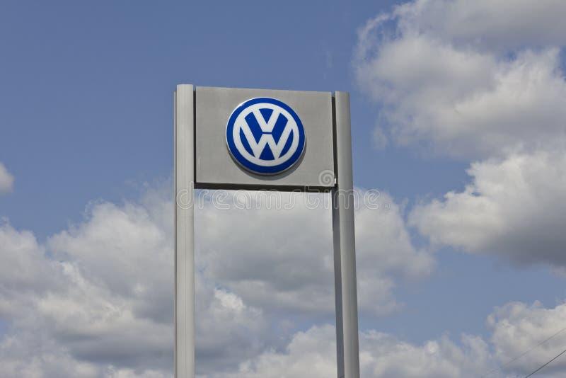 Indianapolis - circa im Mai 2016: Volkswagen-Autos und SUV-Verkaufsstelle II lizenzfreie stockfotografie