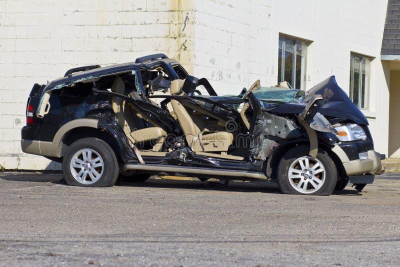 INDIANAPOLIS - CIRCA IM OKTOBER 2015: Belaufenes SUV-Automobil nach Alkohol- im Strassenverkehrunfall I lizenzfreie stockfotografie