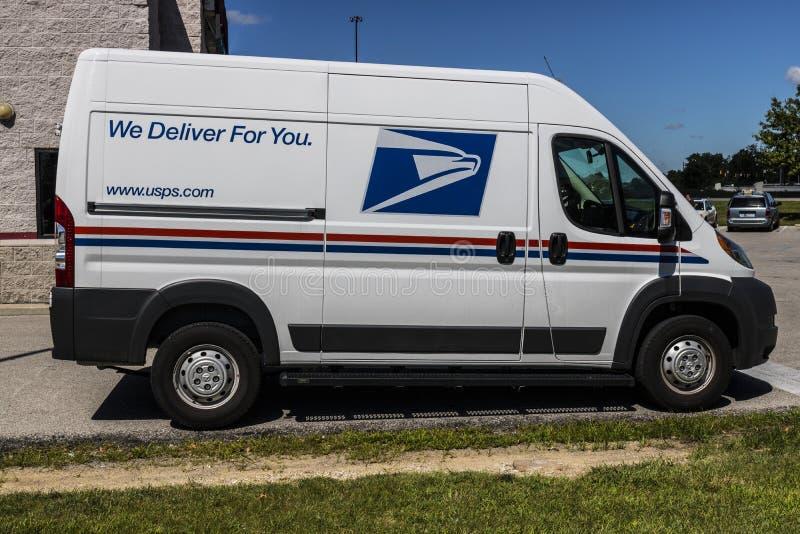 Indianapolis - Circa Juli 2017: USPS-stolpe - kontorspostlastbil USPSEN är ansvarig för att ge postleverans VI arkivbilder