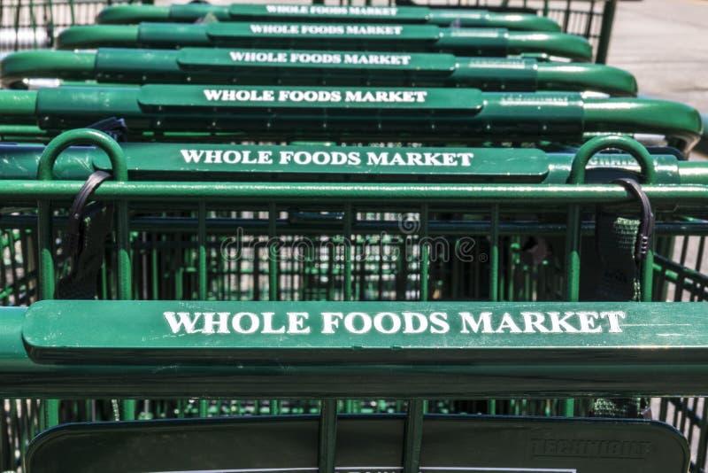 Indianapolis - Circa Juli 2017: Whole Foods marknad Amasonen meddelade en överenskommelse att köpa Whole Foods för $13 7 miljard  arkivfoton
