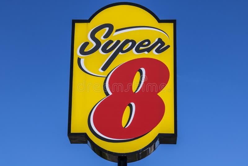 Indianapolis - circa julio de 2017: Motel estupendo 8 8 estupendos es una filial de Wyndham Worldwide II foto de archivo