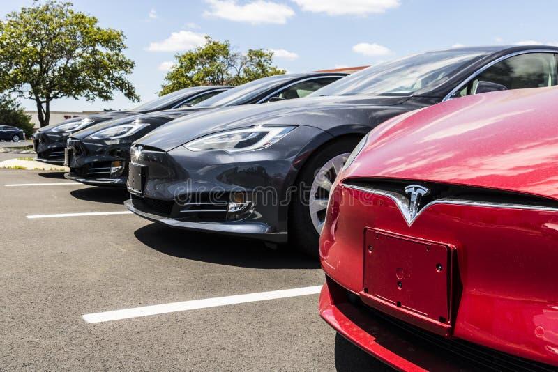 Indianapolis - Circa Juni 2017: Het Lokale de Autohandel drijven van Teslamotoren Tesla ontwerpt en vervaardigt Model elektrische stock foto