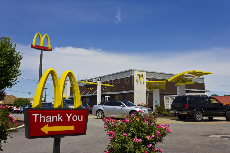 Indianapolis - circa luglio 2016: Posizione del ristorante di McDonald's McDonald's è una catena dei ristoranti dell'hamburger V fotografia stock
