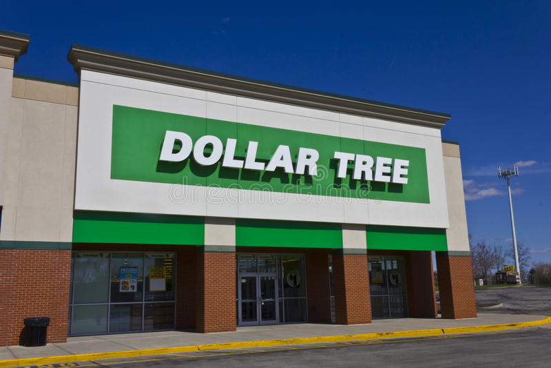 Indianapolis - circa marzo de 2016: Discount I del árbol del dólar fotografía de archivo
