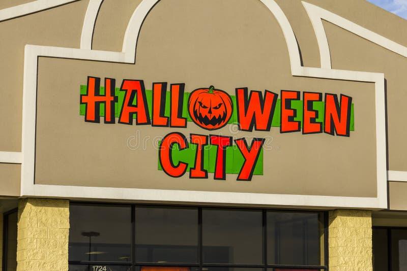 Indianapolis - Circa November 2016: Halloween City Retail Strip Mall Location. Halloween City is part of Party City I. Halloween City Retail Strip Mall Location royalty free stock photos