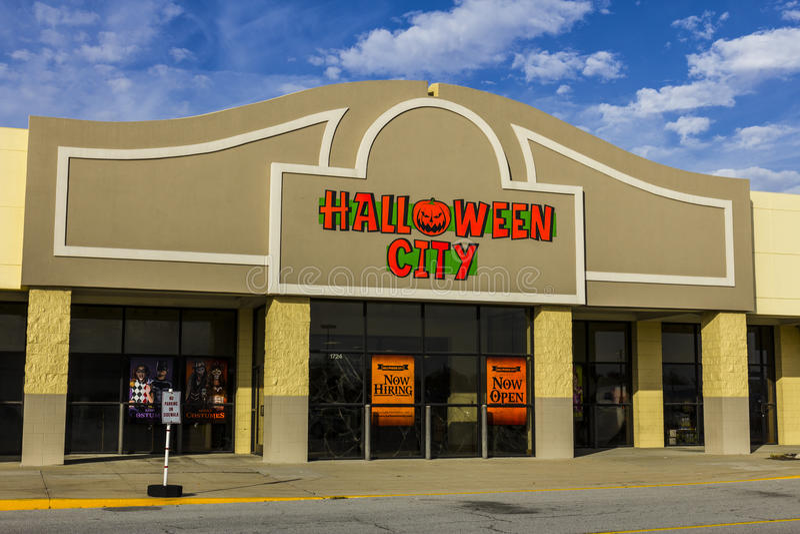 Indianapolis - Circa November 2016: Halloween City Retail Strip Mall Location. Halloween City is part of Party City II. Halloween City Retail Strip Mall Location royalty free stock image