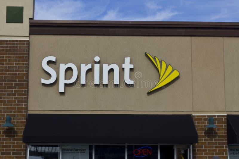 Indianapolis - circa noviembre de 2015: Tienda inalámbrica de la venta al por menor de Sprint Sprint es proveedor de planes inalá foto de archivo