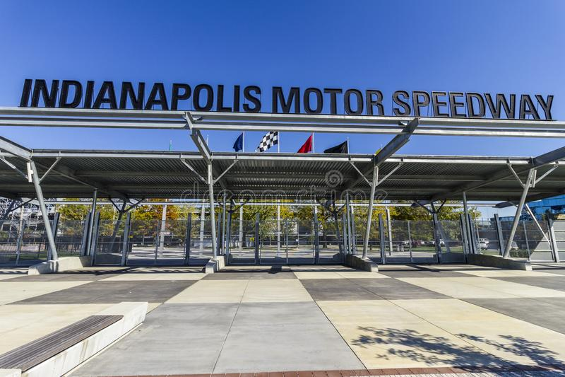 Indianapolis - Circa Oktober 2017: Dalingskleuren bij Poort 1 van Indianapolis Motor Speedway Ingang IMS Gastheren Indy 500 I royalty-vrije stock afbeelding