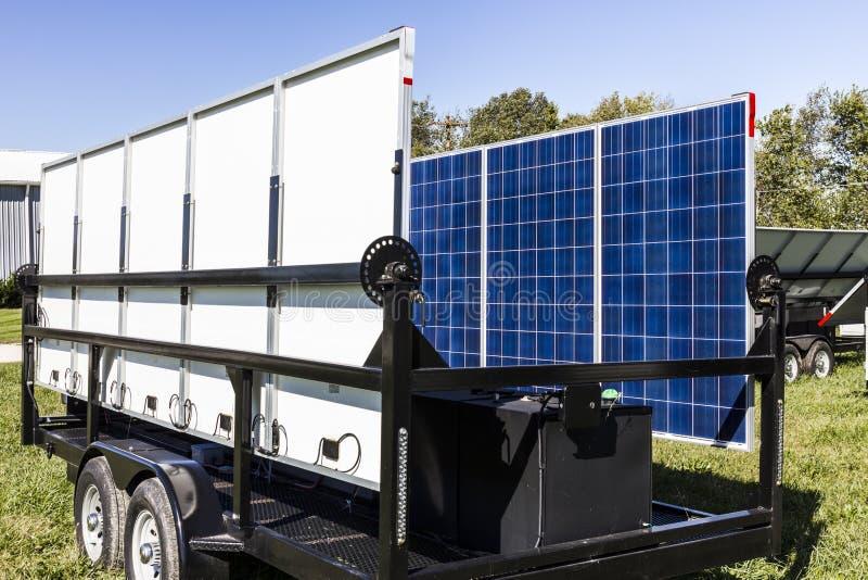 Indianapolis - Circa Oktober 2017: Mobila Photovoltaic solpaneler på släp Det ultimat i portable- och reservkraftdropp arkivfoto