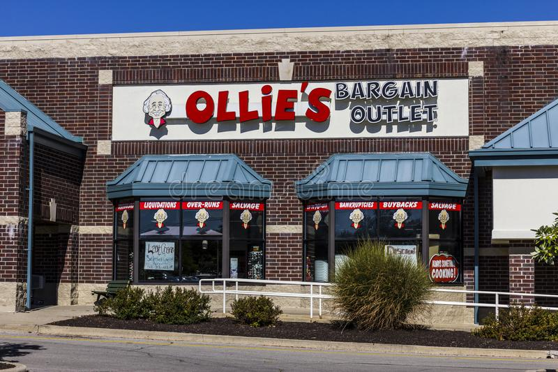Indianapolis - Circa September 2017: De Afzet van het Ollie` s Koopje Ollie ` s draagt een Brede Waaier van Closeout-Koopwaar V royalty-vrije stock foto's