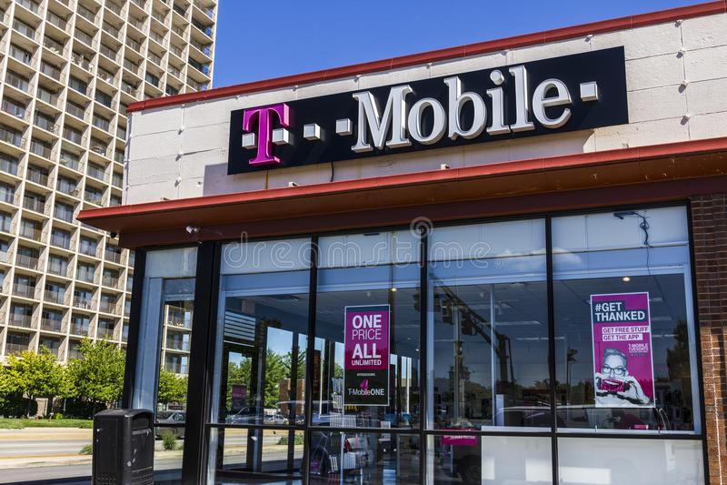 Indianapolis - Circa September 2016: Trådlöst lager för T-Mobile detaljhandel T-Mobile är en trådlös service VI för erbjudande ce royaltyfri fotografi