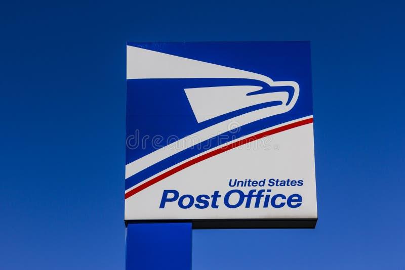 Indianapolis - Circa September 2017: USPS-stolpe - kontorsläge USPSEN är ansvarig för att ge postleverans VI royaltyfri fotografi