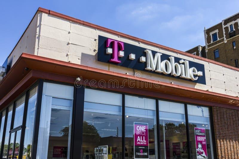 Indianapolis - circa septiembre de 2016: Tienda inalámbrica de la venta al por menor de T-Mobile T-Mobile es un servicio inalámbr imagen de archivo libre de regalías