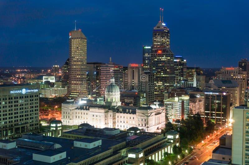 Indianapolis del centro alla notte fotografie stock libere da diritti
