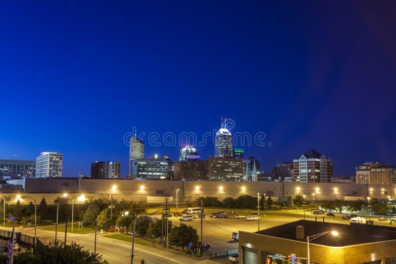 Indianapolis im Stadtzentrum gelegen, Indiana, USA stockbilder