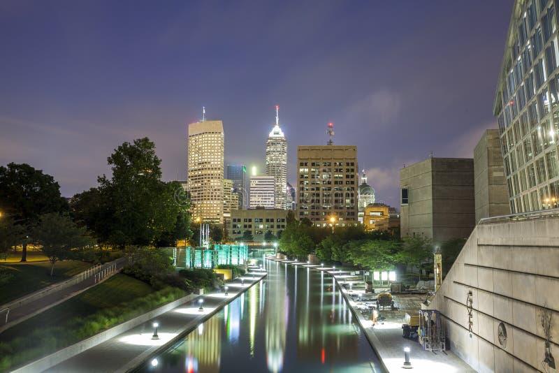 Indianapolis im Stadtzentrum gelegen, Indiana, USA lizenzfreie stockbilder