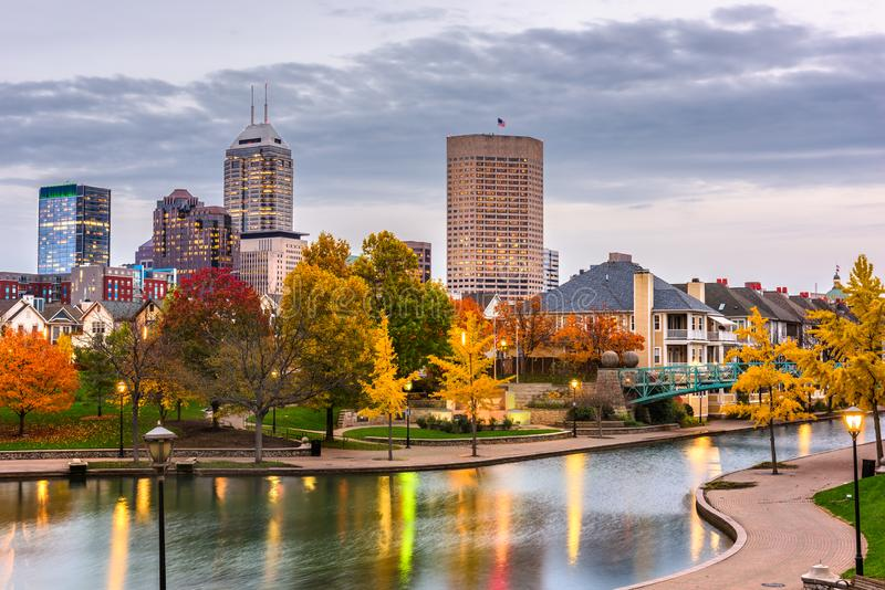 Indianapolis, Indiana, im Stadtzentrum gelegenes Stadtbild USA lizenzfreies stockbild