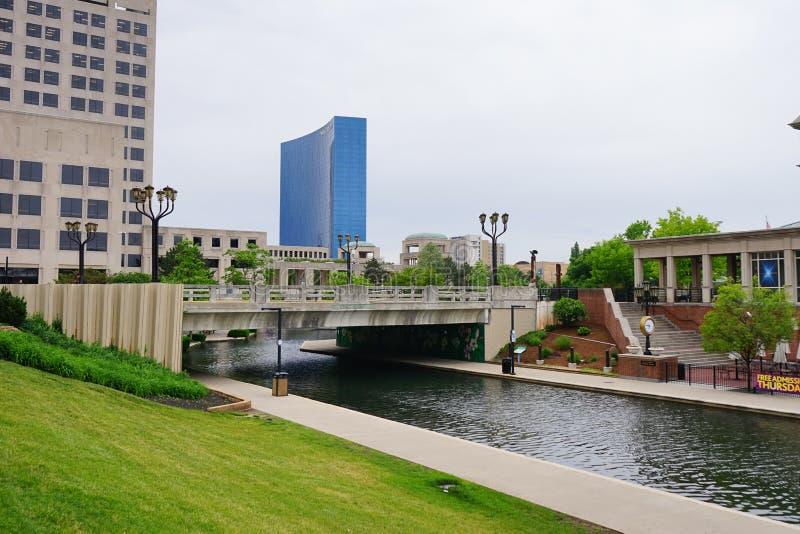 Indianapolis-Kanal und -brücke lizenzfreie stockbilder