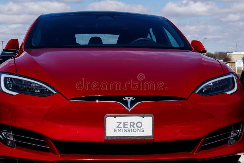 Indianapolis - Około Marzec 2019: Tesla Usługowy centrum Tesla mówi nowe V3 Supercharger stacje zmniejszają podładowywać czasy II zdjęcie royalty free