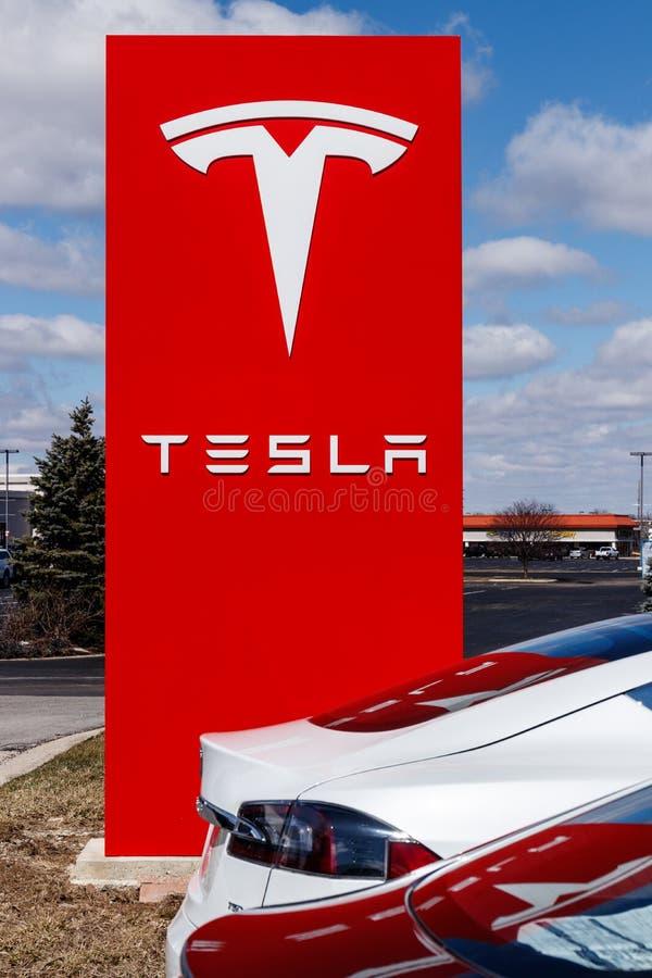Indianapolis - Około Marzec 2019: Tesla Usługowy centrum Tesla mówi nowe V3 Supercharger stacje zmniejszają podładowywać czasy IV zdjęcia stock