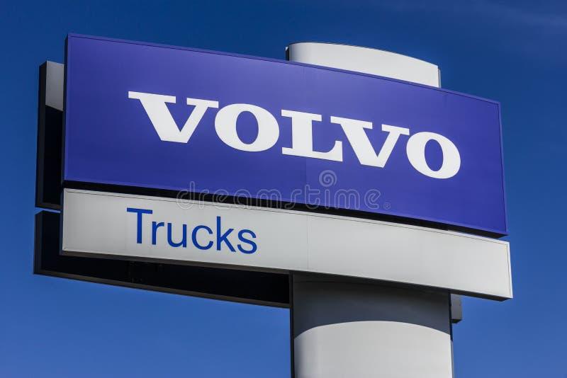 Indianapolis - Około Październik 2017: Volvo Przewozi samochodem Signage i loga Volvo ciężarówki są jeden wielcy ciężarowi gatunk obraz royalty free